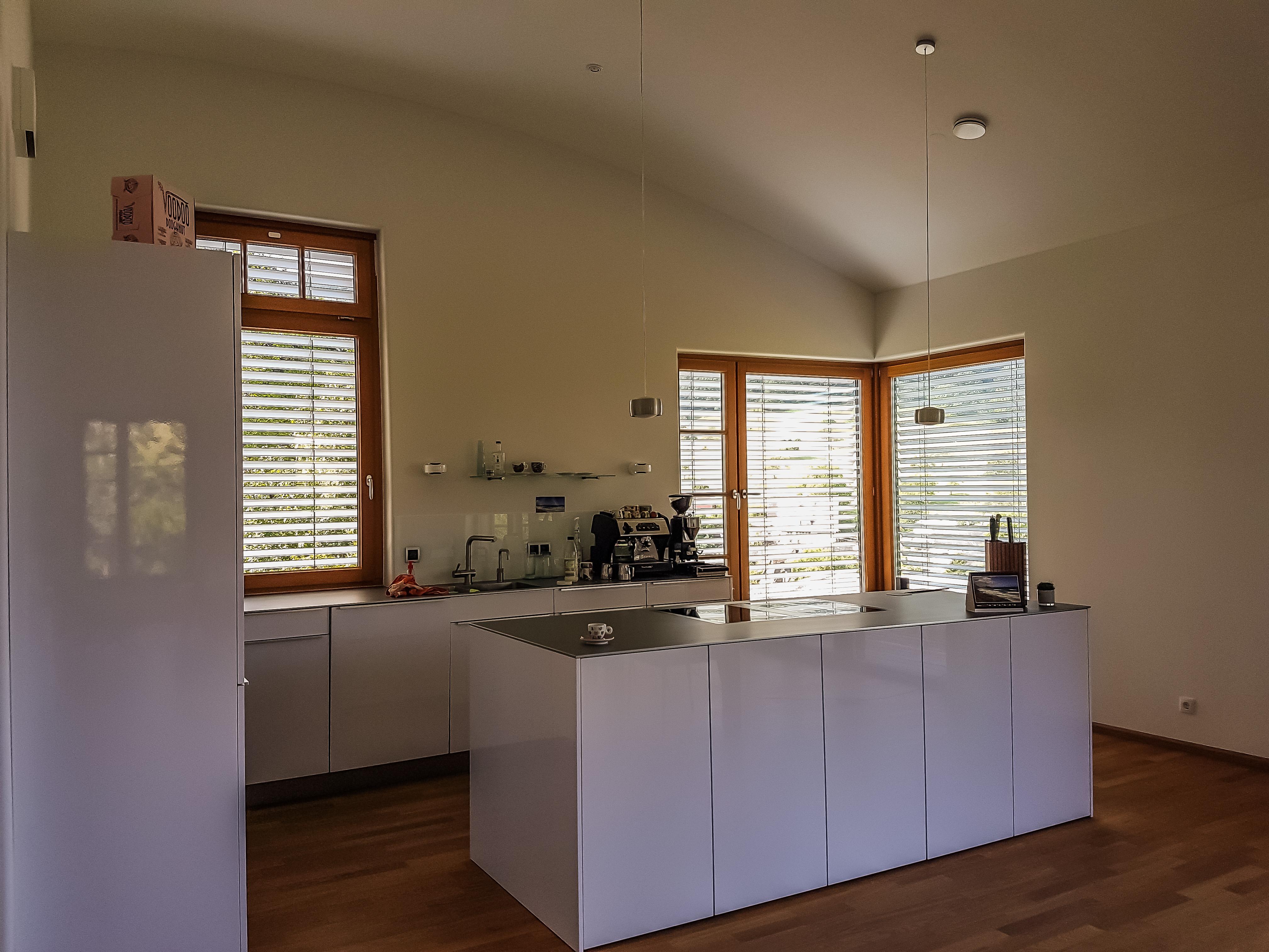 Offene Raumgestaltung im Küchen- und Wohnbereich