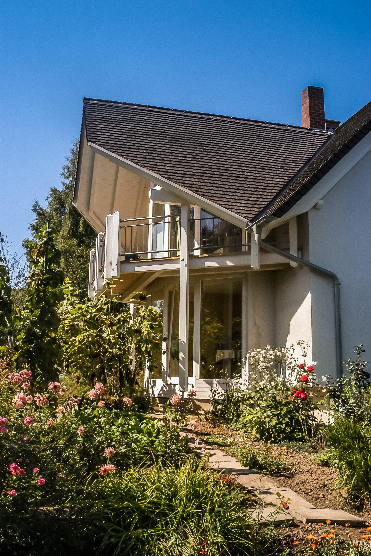 Perfekt wohnen – Moderne Architektur, grüne Natur